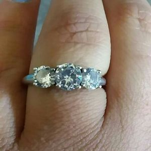 Cubic zerconias 3stone ring